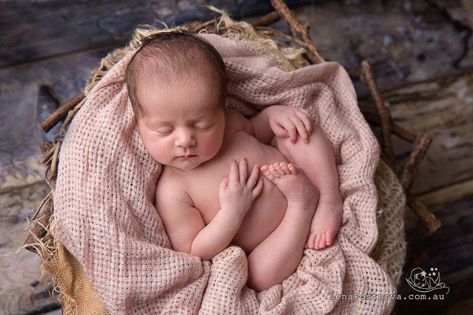 Baby Newborn Photographer in Sydney - Northern beaches, Nortth Shore, Merto area - beautiful affordable professional family and baby images
