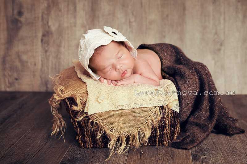Newborn Photography North Sydney by Lena Postnova - photo of newborn girl 13 days old 003