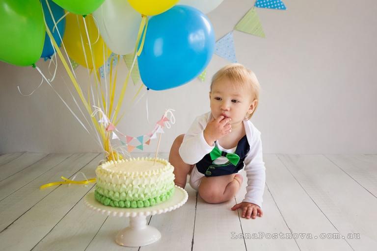 sydney smash cakes - baby boy's tasting the cake